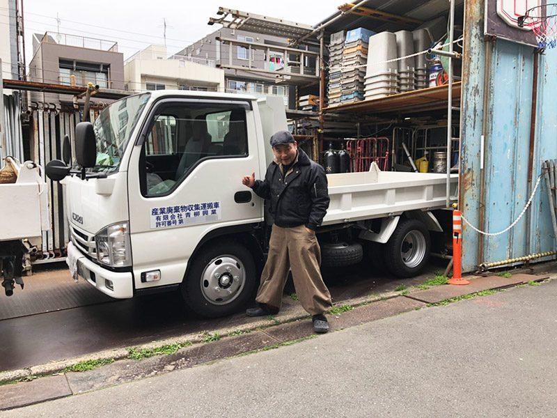 新車トラックと親方Y